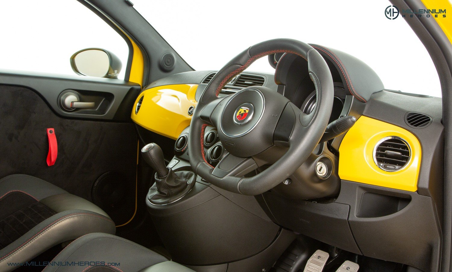 2016 ABARTH 695 BIPOSTO RECORD EDITION // 1 OF 133 WORLDWIDE For Sale (picture 4 of 6)