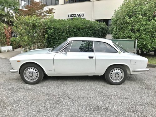 1967 ALFA ROMEO GIULIA SPRINT GT VELOCE 1600 For Sale (picture 2 of 6)