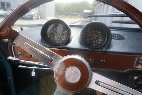 1968 Alfa Romeo 1750 Berlina, first series with standing pedals For Sale (picture 3 of 6)