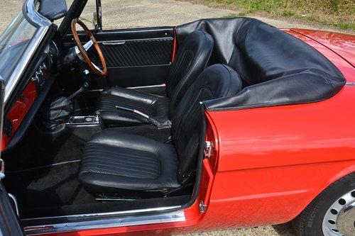 1969 Alfa Romeo 1750 Veloce Spider (RHD) For Sale (picture 4 of 6)