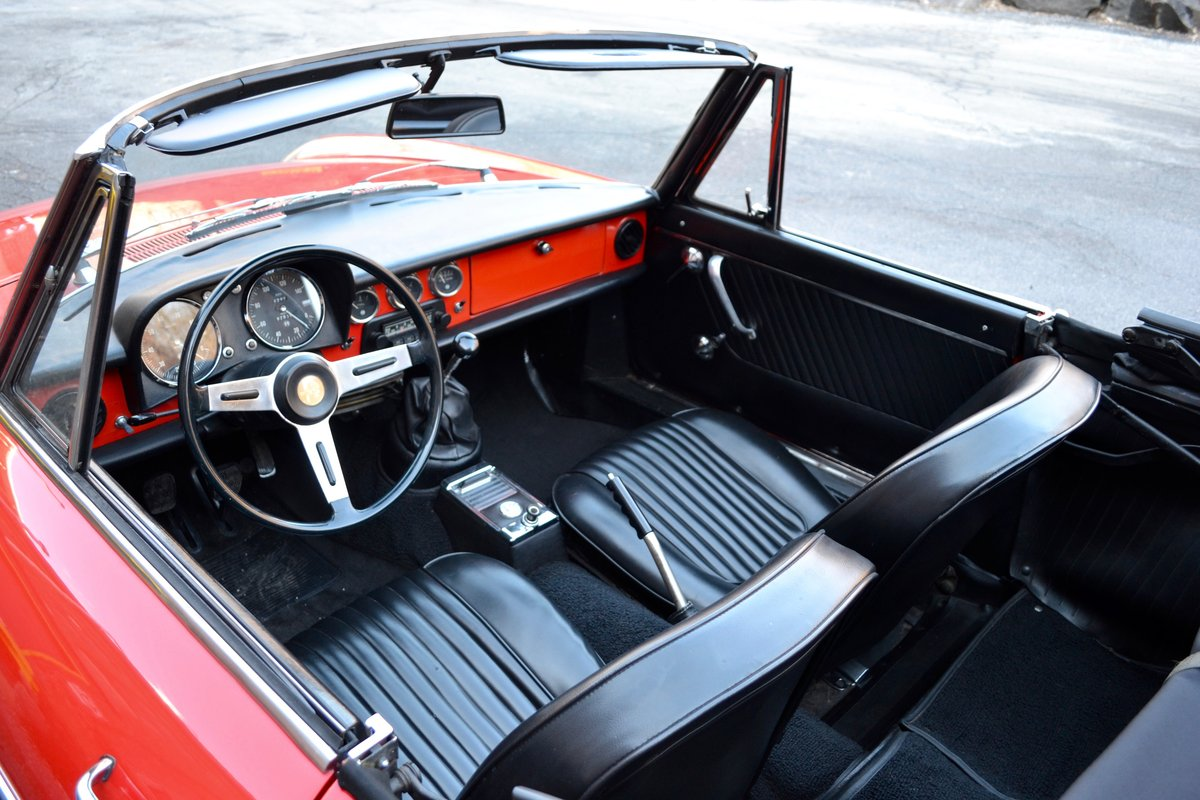 1967 Alfa Romeo Duetto Spider SOLD (picture 3 of 6)