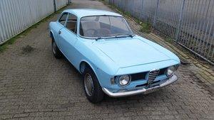 6110085b13 1969 Alfa RomeoGiulia 1300 GT Junior Stephnose RHD