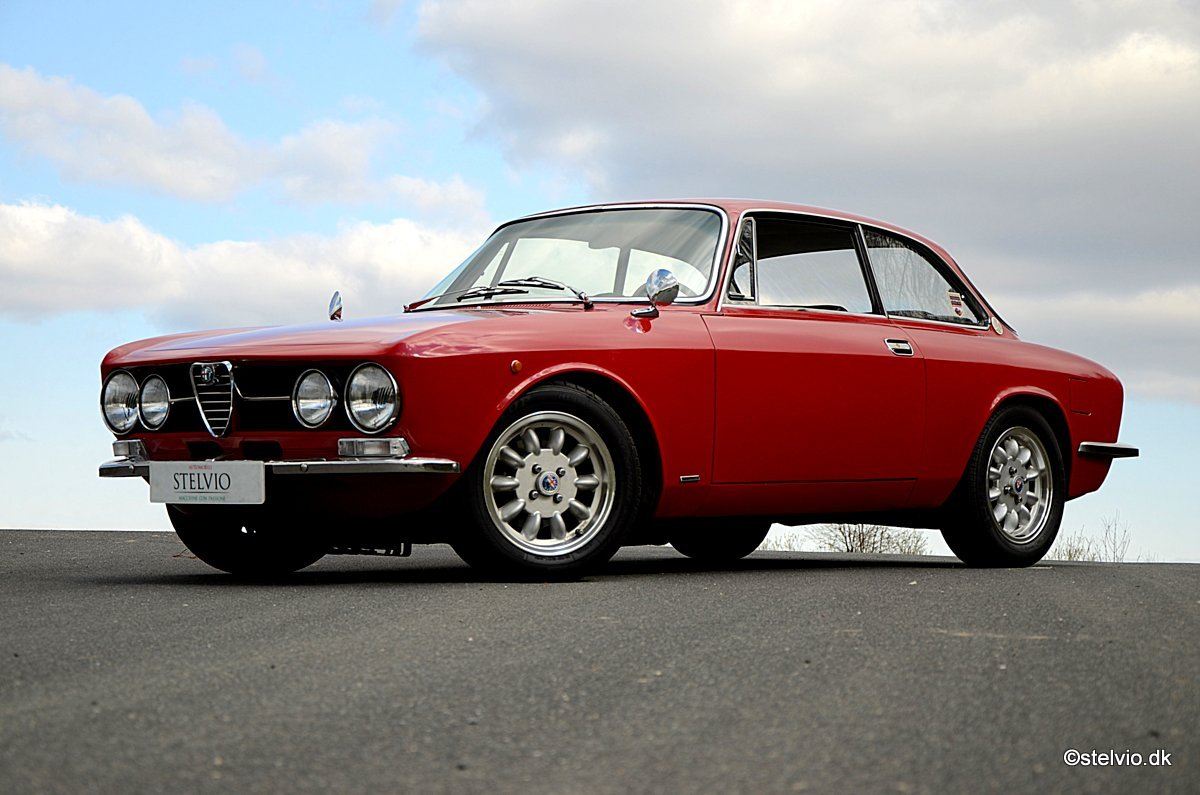 1969 Alfa Romeo 1750 GT Veloce Series 1 For Sale (picture 2 of 6)