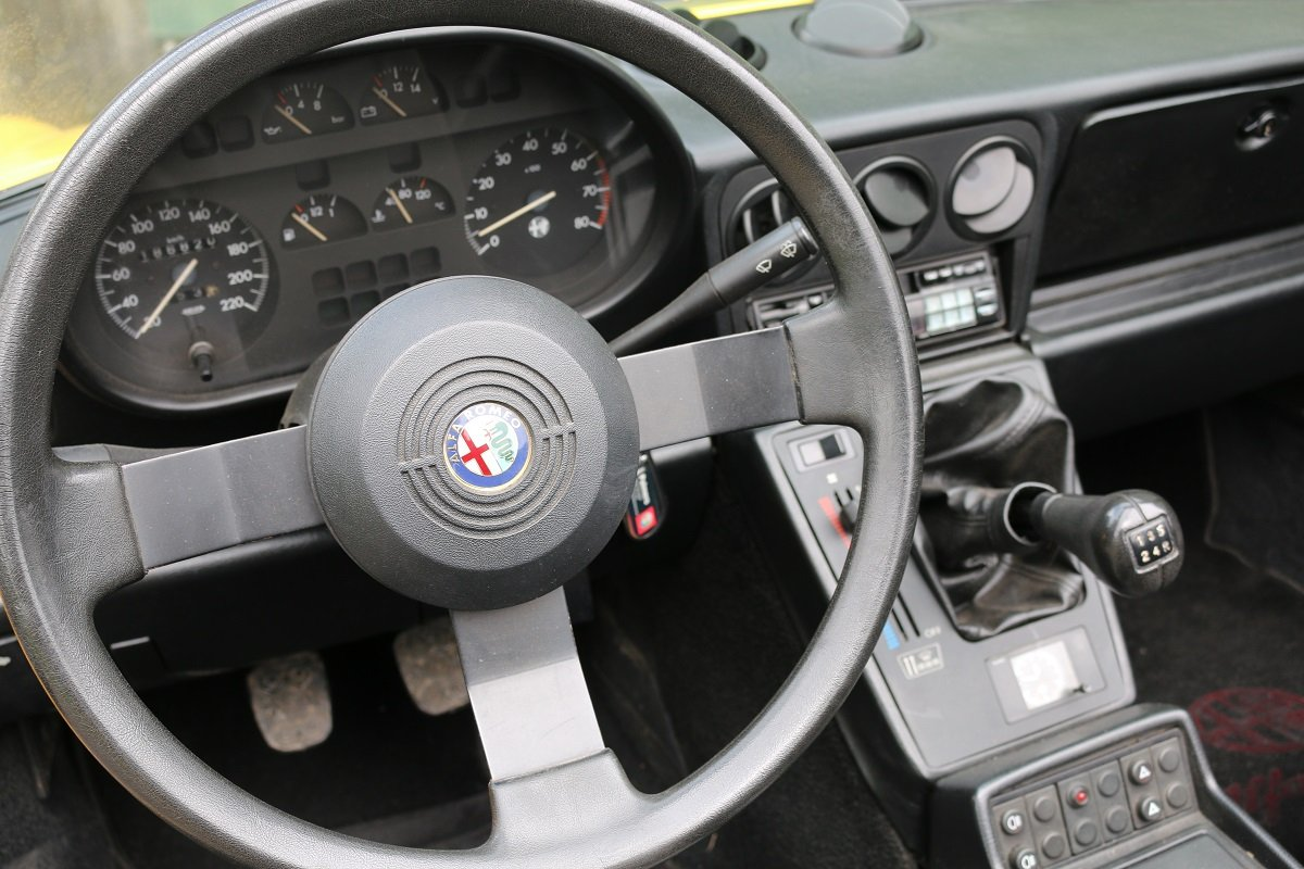 1990 ALFA ROMEO SPIDER 1600 S4 In Giallo Ginestra For Sale (picture 4 of 6)