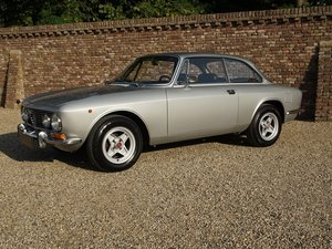 1971 Alfa Romeo 2000 GTV Bertone European car For Sale