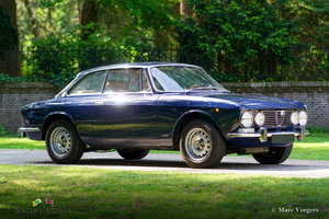 Beautiful Alfa Romeo 2000 GTV with two double Dellorto's