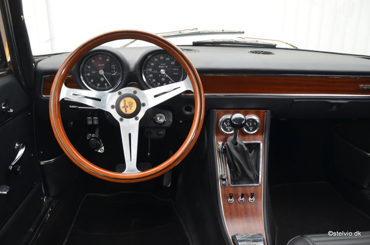 1971 Alfa Romeo 1750 GT Veloce, Ground-Up restoration For Sale (picture 5 of 6)