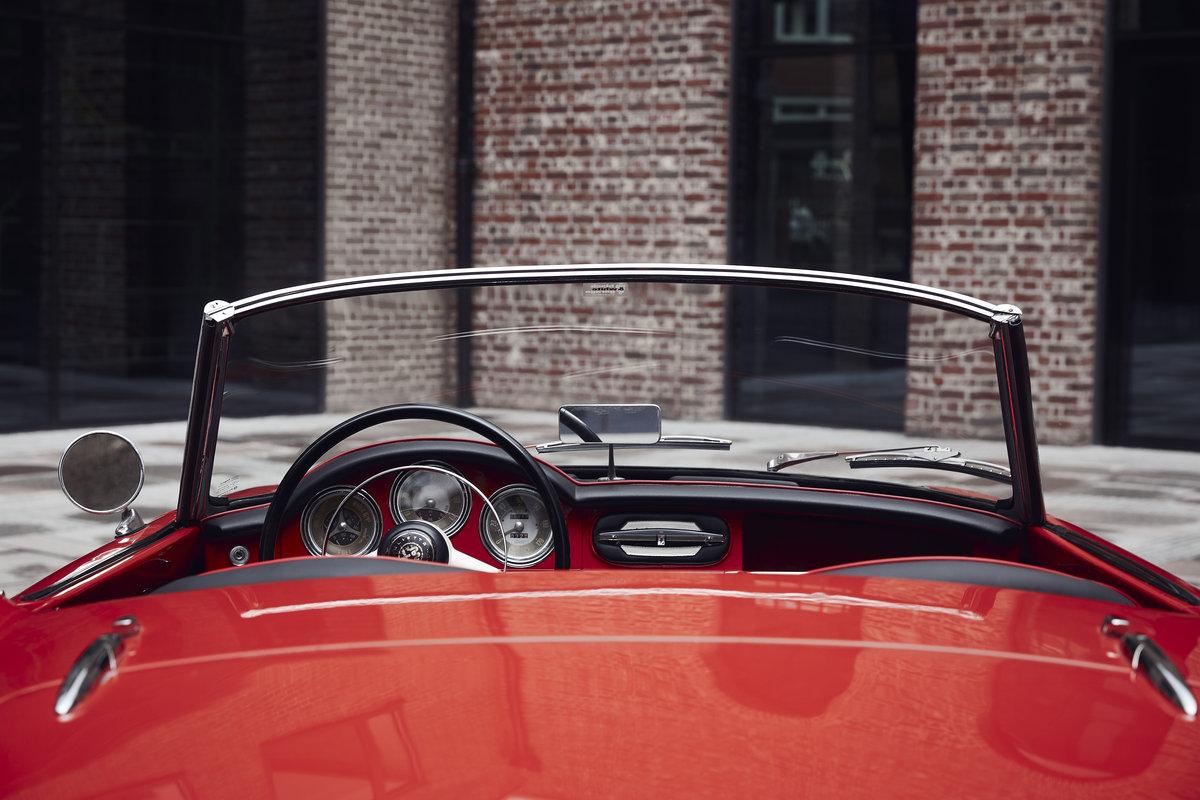 Alfa Romeo Giulietta Spider 1957 For Sale (picture 4 of 6)
