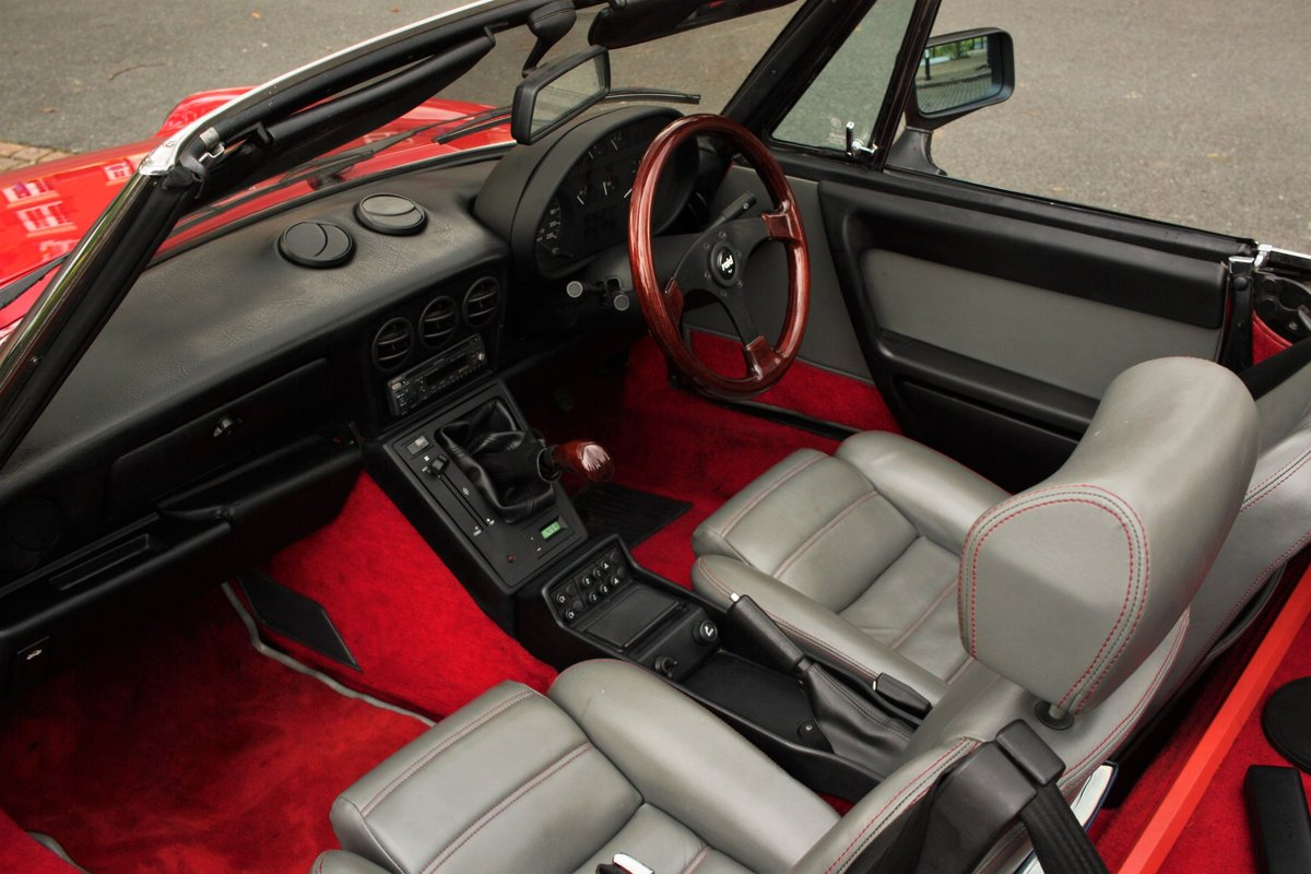 1989 Alfa Romeo Spider 2000 QV - RHD, Red Low Miles SOLD (picture 3 of 6)
