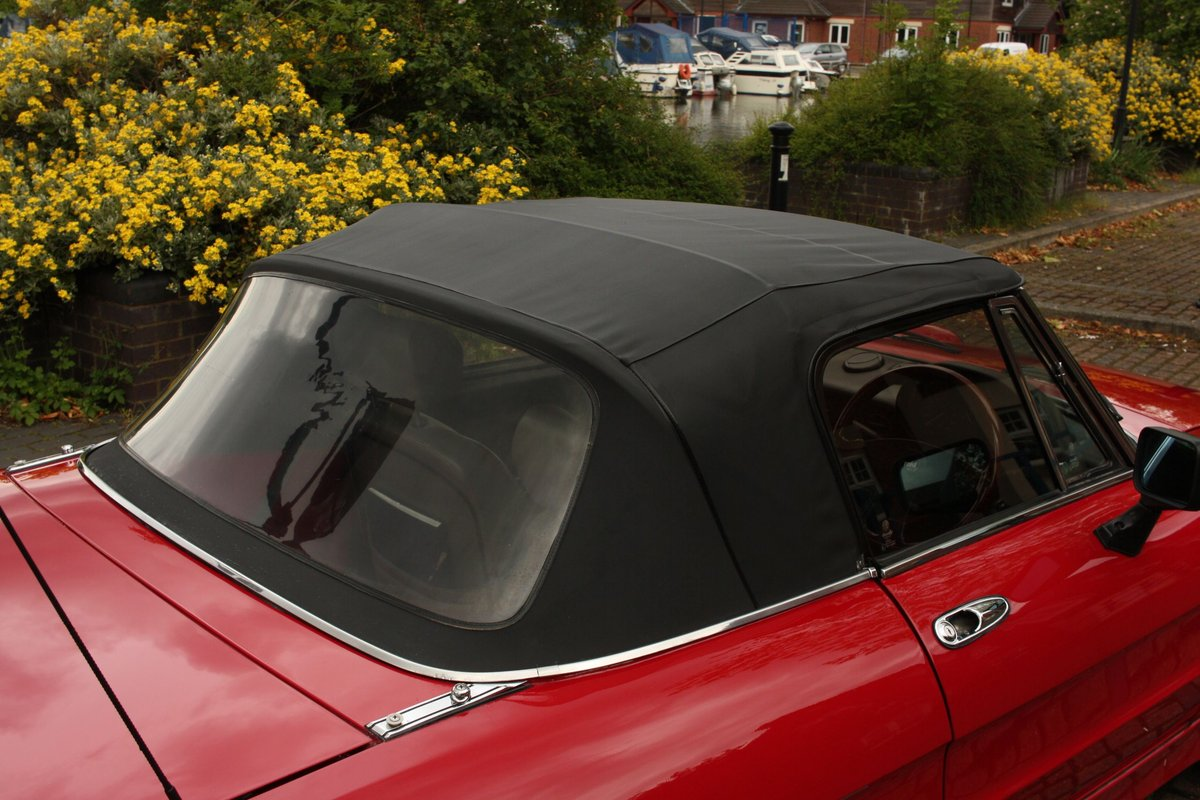 1989 Alfa Romeo Spider 2000 QV - RHD, Red Low Miles SOLD (picture 4 of 6)