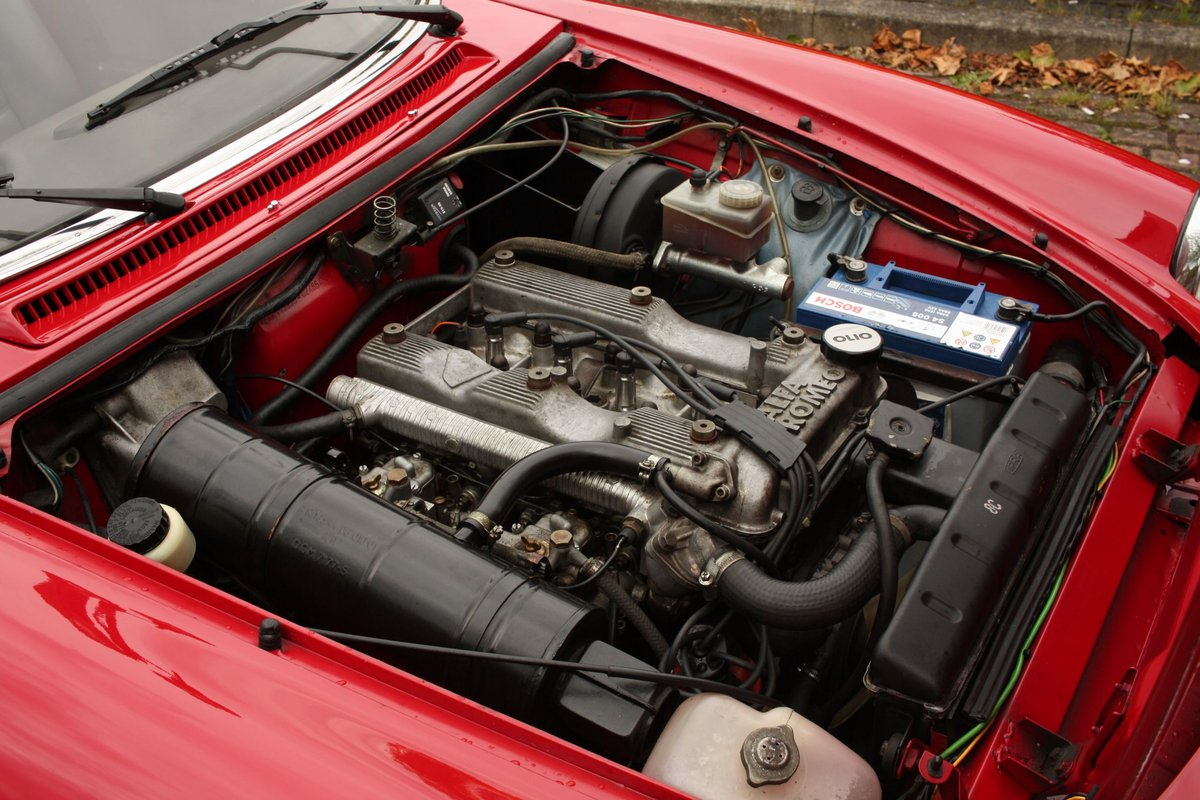 1989 Alfa Romeo Spider 2000 QV - RHD, Red Low Miles SOLD (picture 5 of 6)