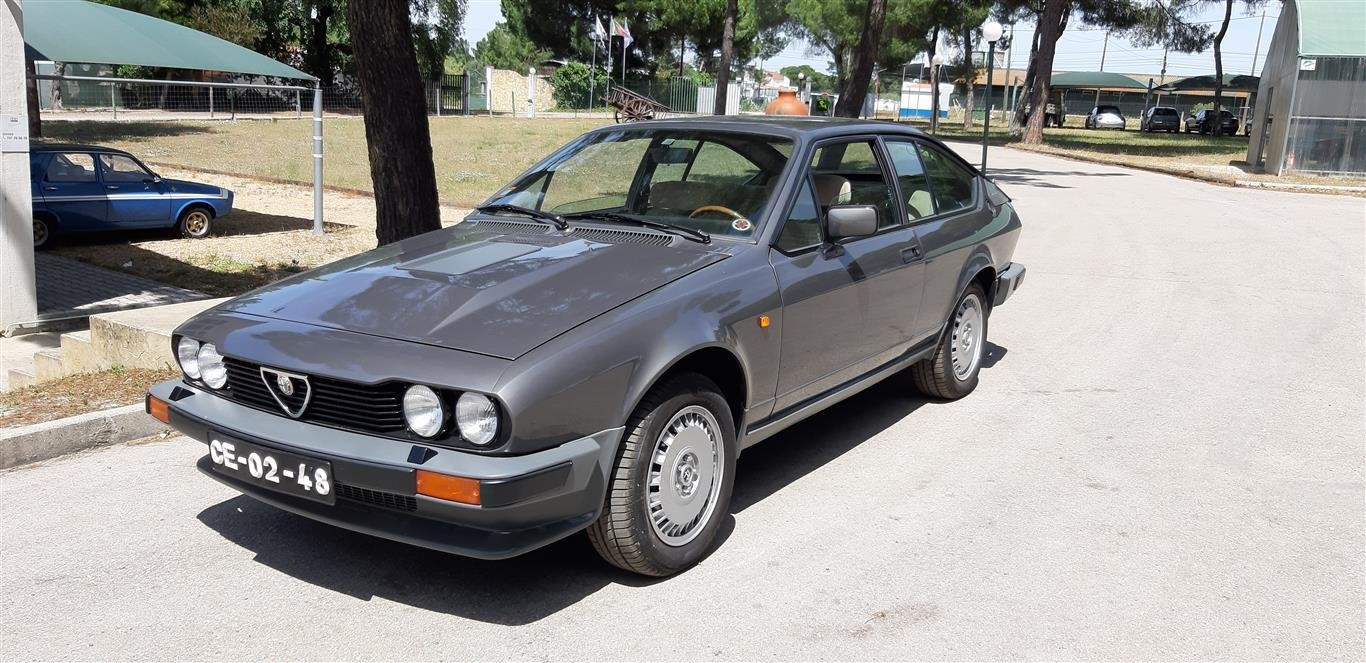 1982 Alfa Romeo coupê GTV 6 mint condition For Sale (picture 1 of 6)