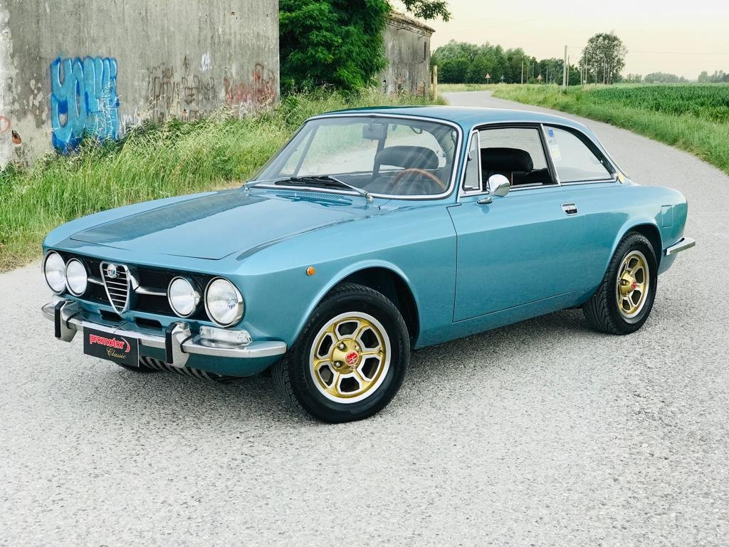 1971 Alfa Romeo GT 1750 For Sale (picture 1 of 6)