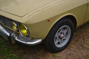 1972 Alfa Romeo Bertone.2000GT.VELOCErustfree.for.paint