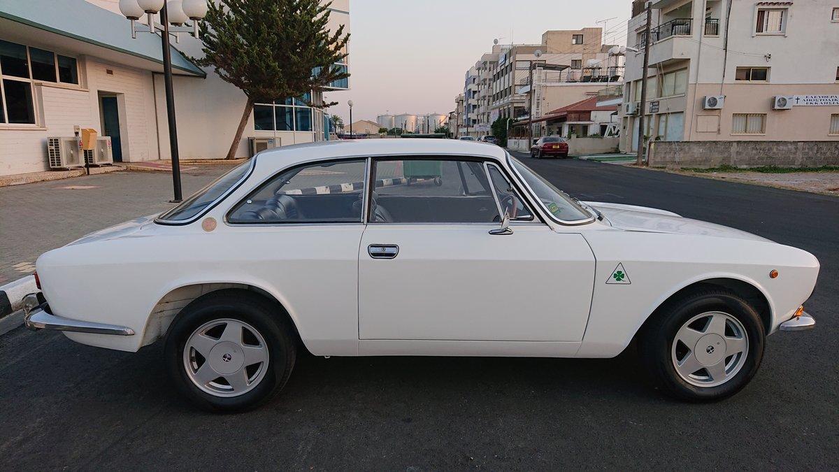 1971 Alfa romeo 1750 gtv veloce mk2 coupe rhd For Sale (picture 3 of 6)