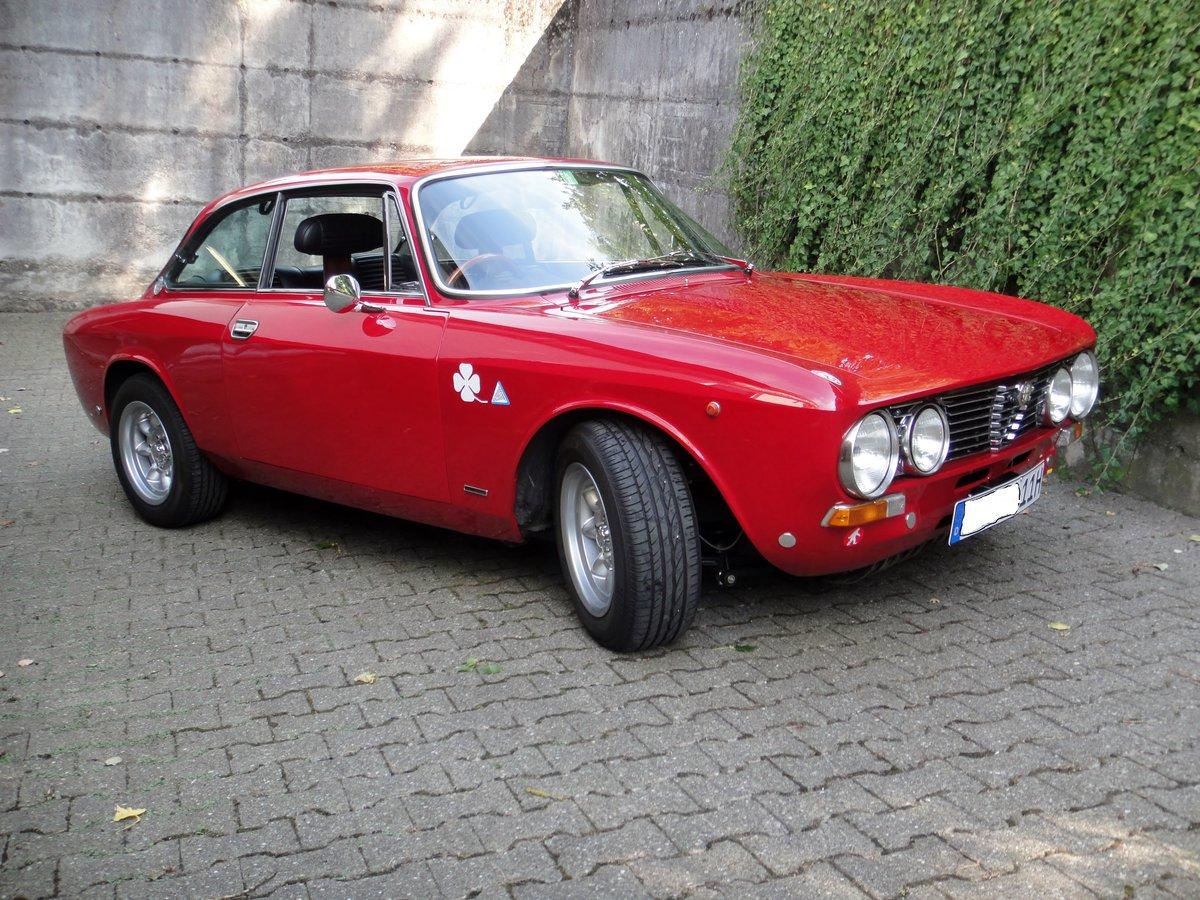 Alfa Romeo Giulia 2000 GTV (1973) For Sale (picture 1 of 6)