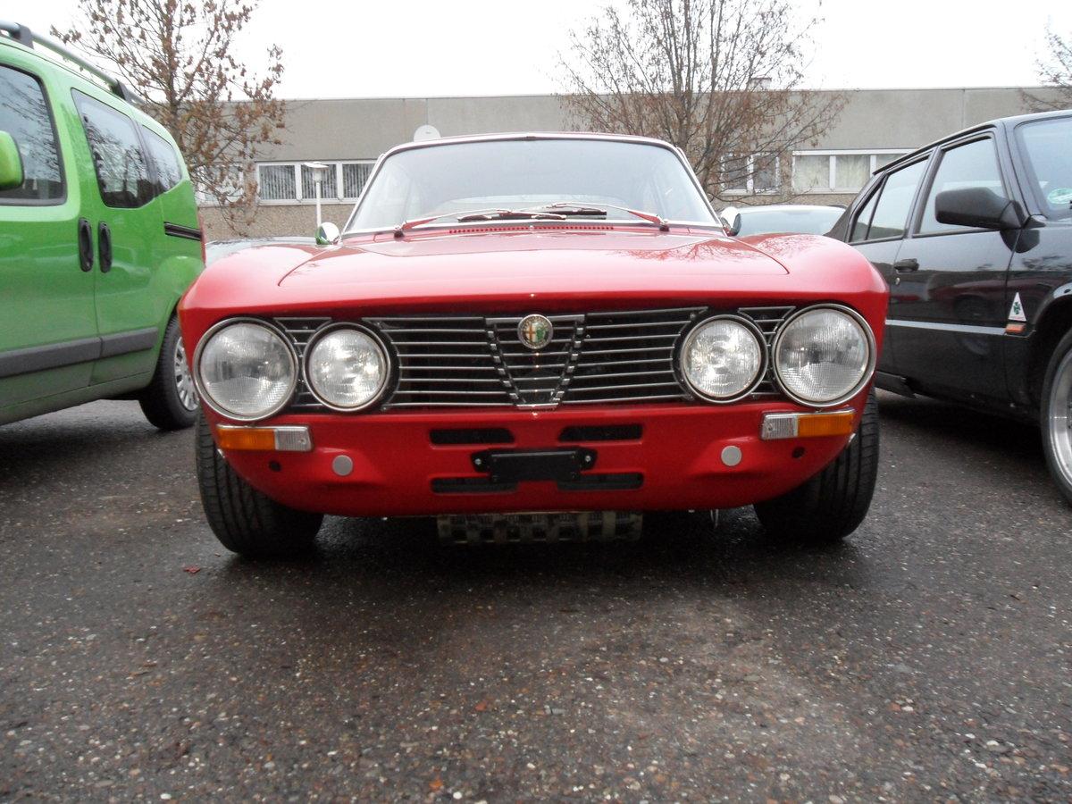 Alfa Romeo Giulia 2000 GTV (1973) For Sale (picture 2 of 6)