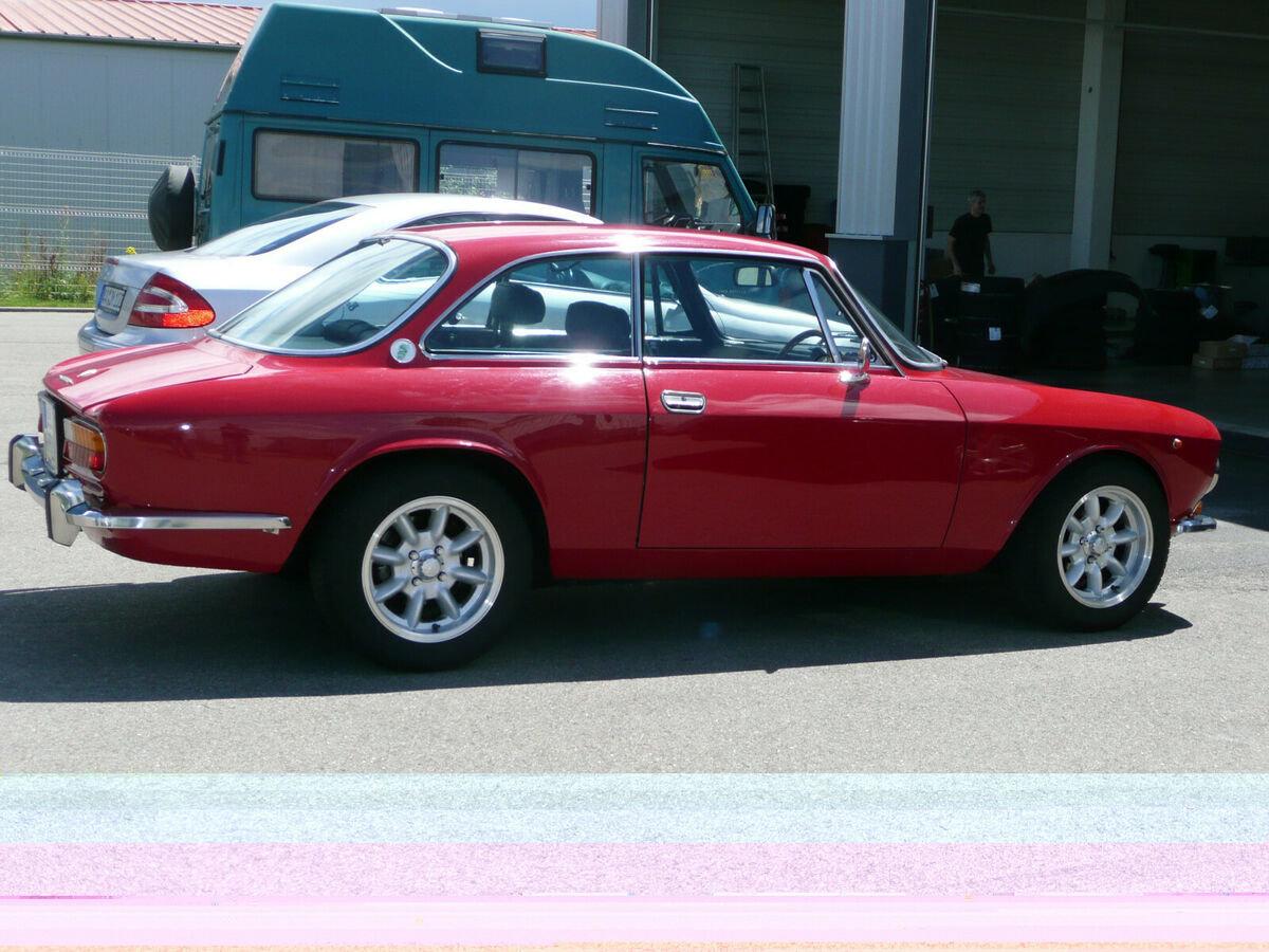 Alfa Romeo Giulia 2000 GTV (1973) For Sale (picture 3 of 6)