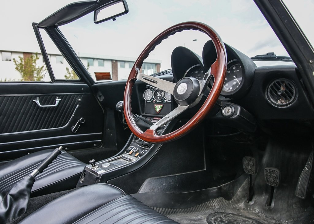 1976 Alfa Romeo 2000 Spider Veloce SOLD by Auction (picture 5 of 6)