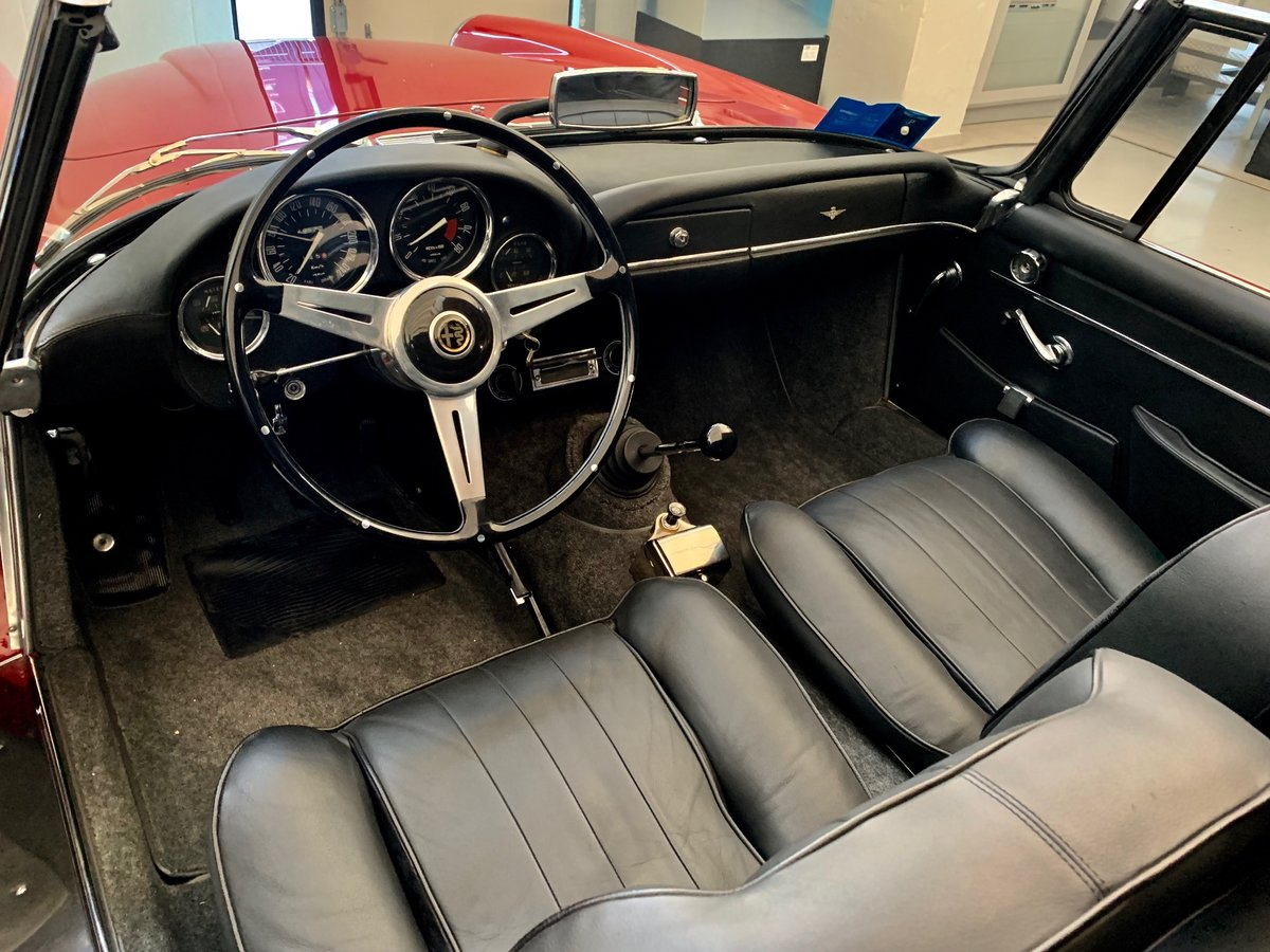 1964 Alfa Romeo 2600 Touring Spider For Sale (picture 6 of 6)