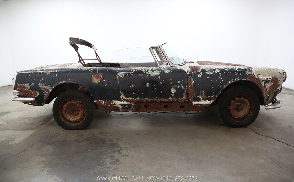 1963 Alfa Romeo 2600 Spider For Sale (picture 2 of 6)