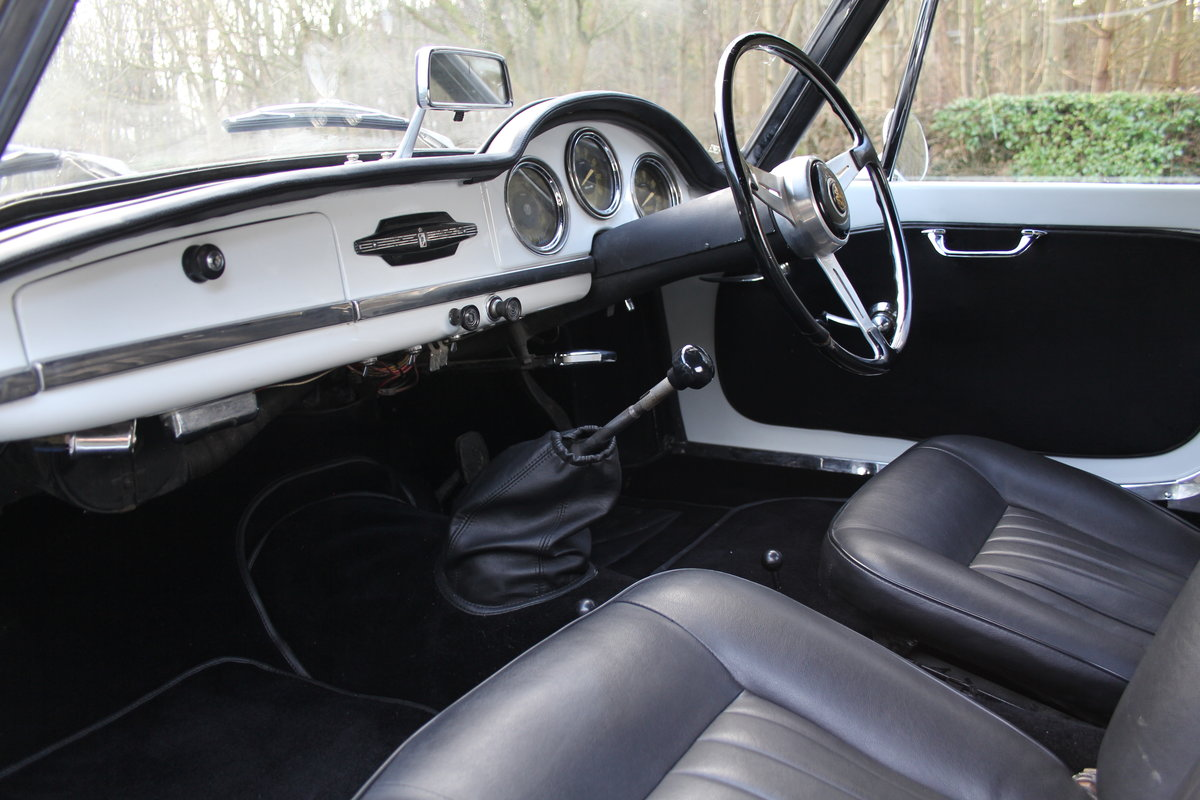 1964 Alfa Romeo Giulia Spider, UK RHD, Years in Canary Islands For Sale (picture 11 of 18)