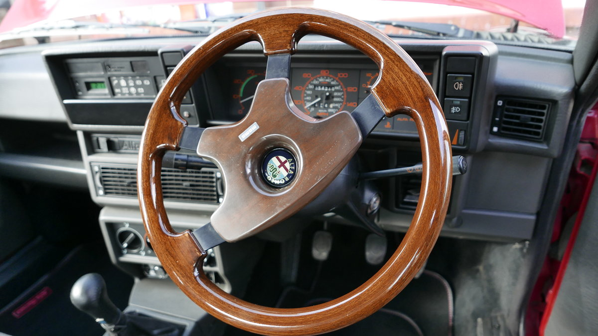 1988 Alfa Romeo 75 3.0 6V Veloce SOLD (picture 3 of 6)