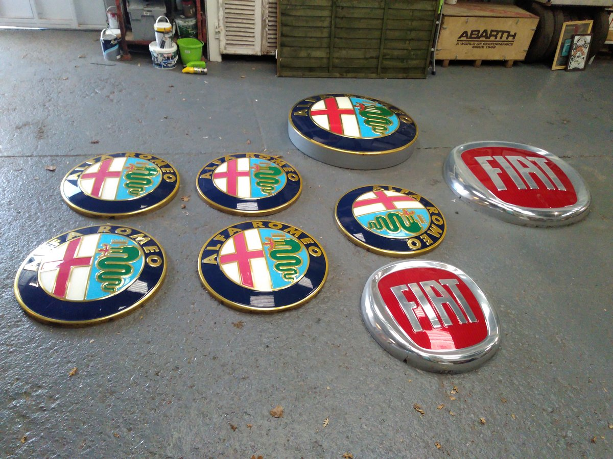 2000 ALFA ROMEO AND FIAT DEALER SIGNS. MANCAVE MATERIAL! For Sale (picture 2 of 5)
