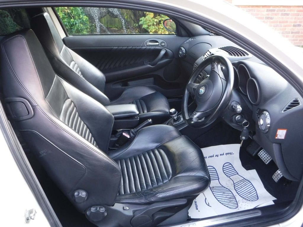 2004 Alfa Romeo 147 3.2 GTA 3dr NUVELLO BIANCO **RARE** For Sale (picture 4 of 6)