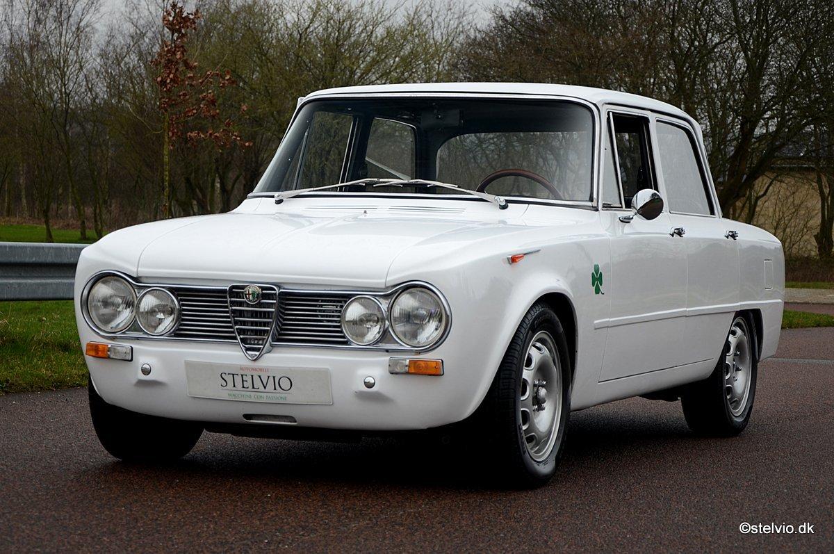 1967 Alfa Romeo Giulia TI Super recreation with 2 litre engine For Sale (picture 1 of 6)
