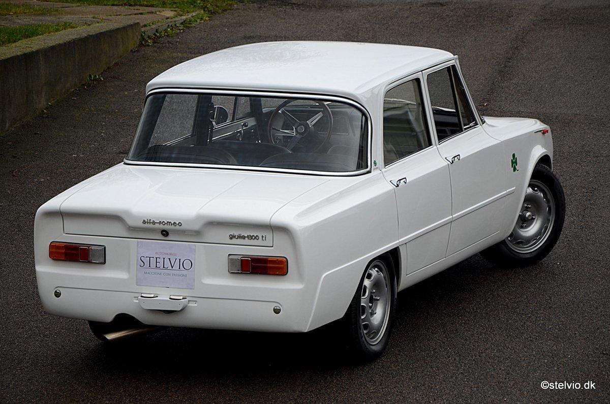 1967 Alfa Romeo Giulia TI Super recreation with 2 litre engine For Sale (picture 2 of 6)