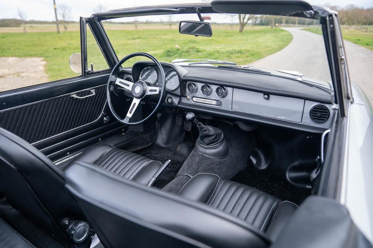 1967 Alfa Romeo Duetto Spider - ex- Harry Metcalfe SOLD (picture 4 of 6)
