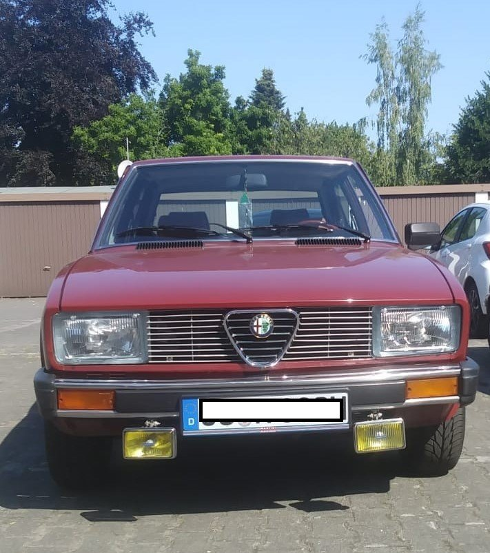 1982 Alfa Romeo Alfetta 2.0  driving on rails For Sale (picture 1 of 6)