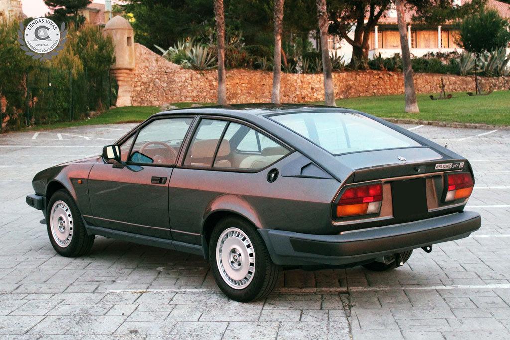 Alfa Romeo GTV 2.0 1982 For Sale (picture 2 of 6)