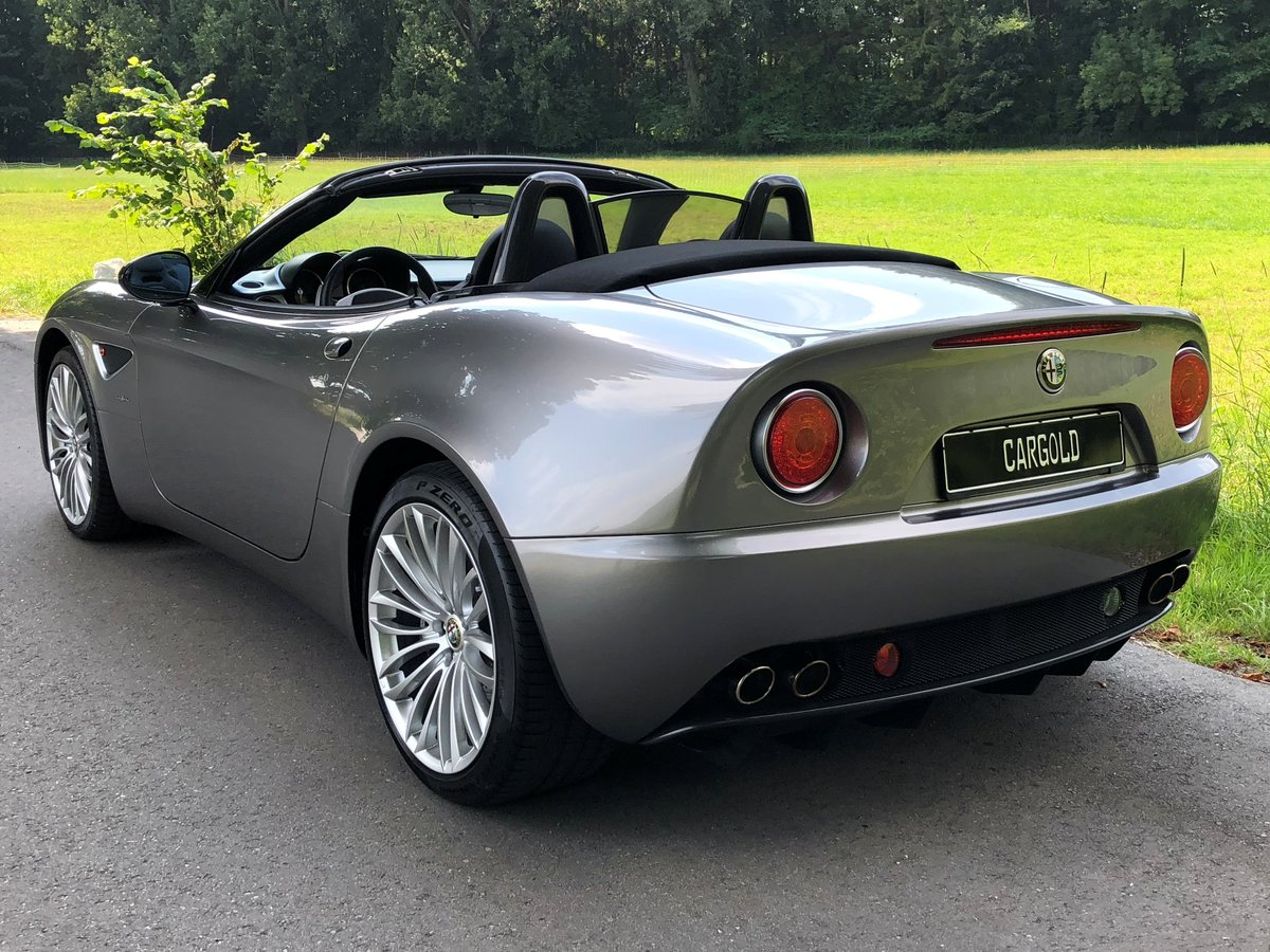 2010 Alfa Romeo 8C Spider, rare color, one owner, just 7.423 km! For Sale (picture 4 of 6)