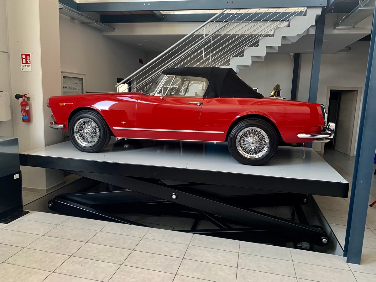 1964 Alfa Romeo 2600 Touring Spider For Sale (picture 1 of 6)