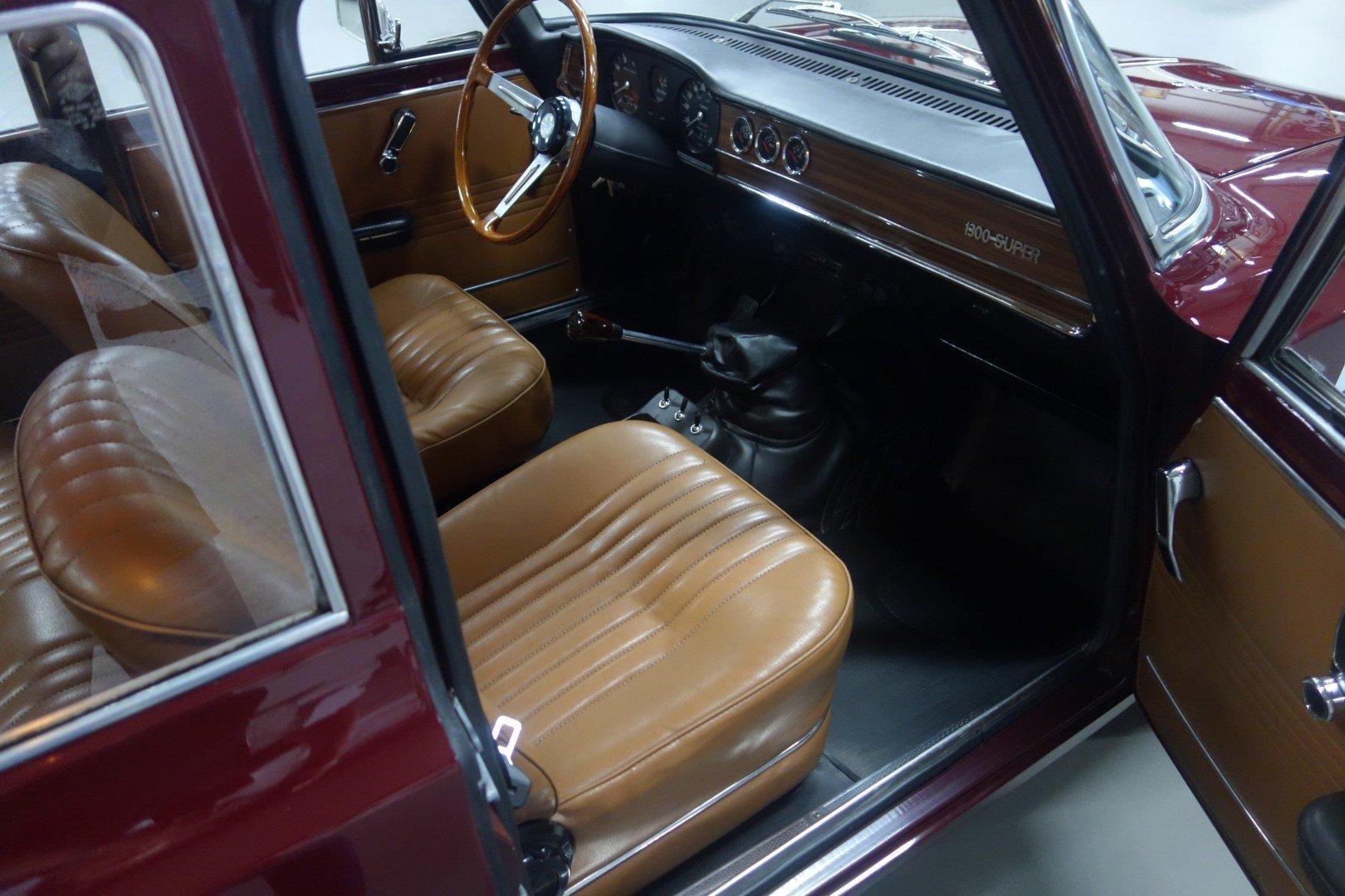 1971 Alfa Romeo Giulia 1300 Super SOLD (picture 2 of 6)