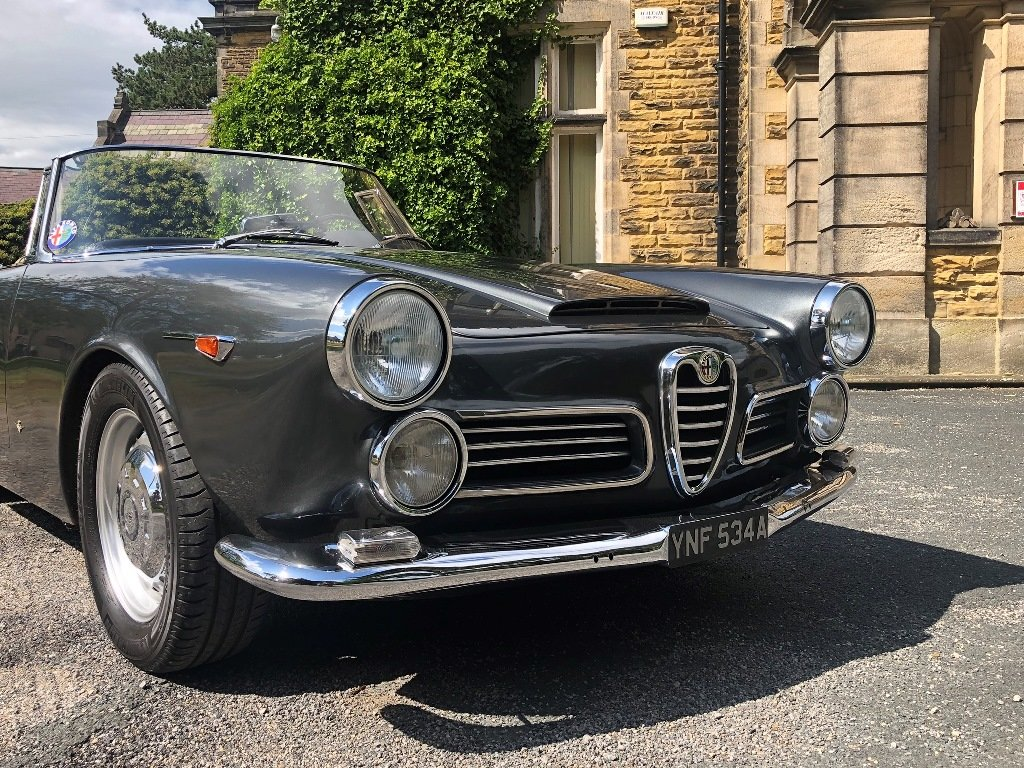 1963 Alfa Romeo 2600 Spider by Touring SOLD (picture 3 of 7)
