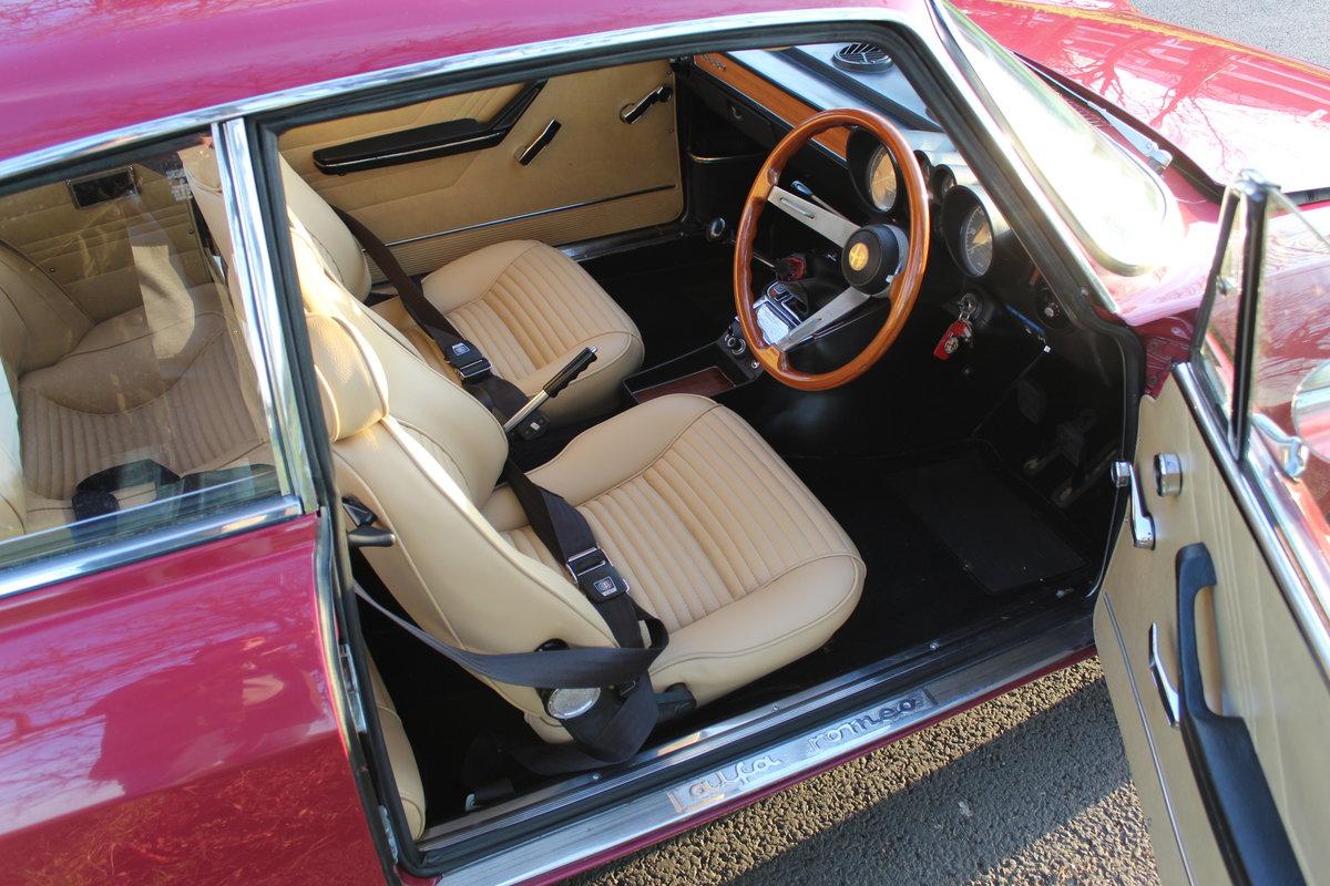1973 Alfa Romeo Bertone 2000 GT Veloce  SOLD (picture 4 of 6)