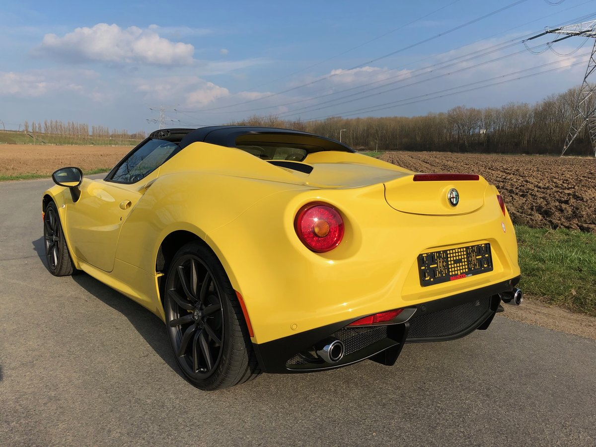 2015 Alfa Romeo 4C Spider 4000 miles only For Sale (picture 3 of 5)