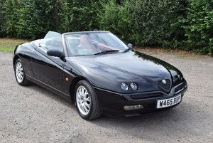 Alfa Romeo 2.0 TS Spyder 916 - Great car for the summer