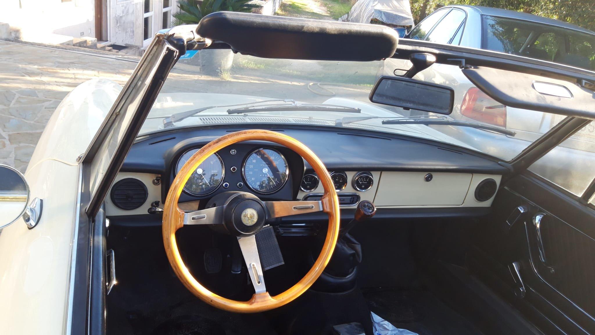 1976 Alfa Romeo Spider Duetto coda tronca 1300 For Sale (picture 9 of 9)