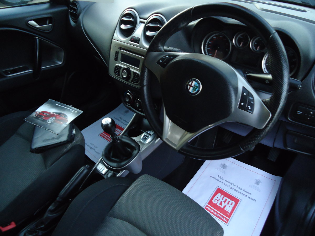 1060 EXTREMELY LOW MILEAGE ALFA MITO TURISMO For Sale (picture 2 of 2)