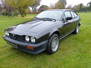 Alfa Romeo GTV 6 - discreetly sporty with an elegant look