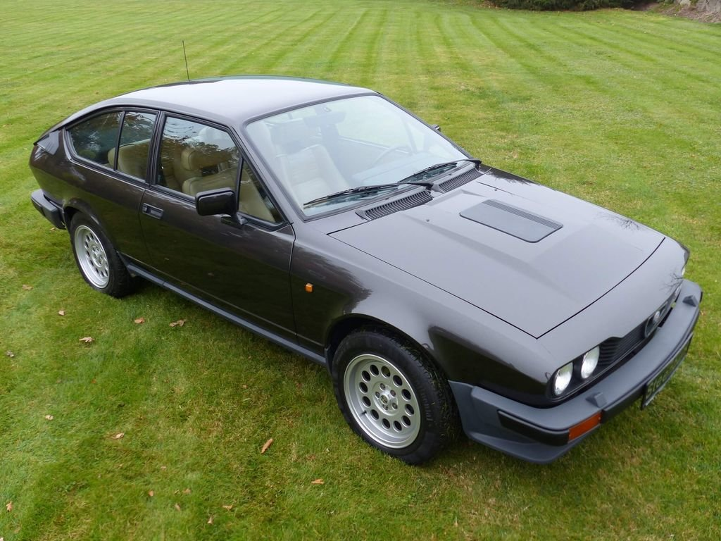 1985 Alfa Romeo GTV 6 - discreetly sporty with an elegant look For Sale (picture 2 of 6)