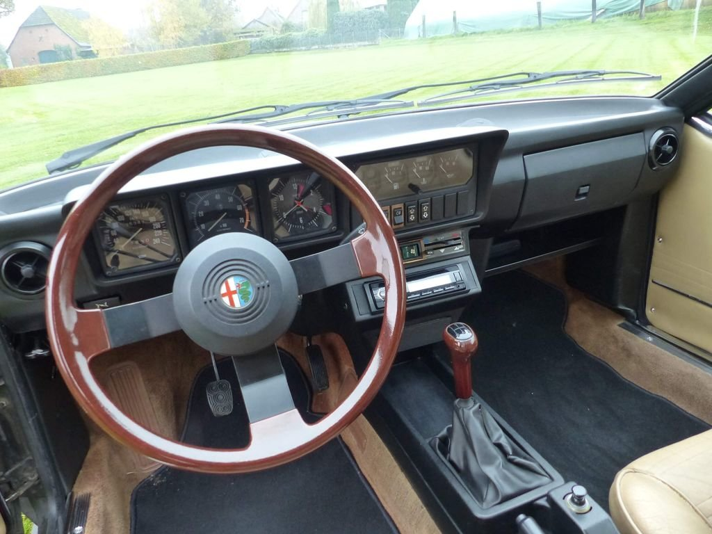 1985 Alfa Romeo GTV 6 - discreetly sporty with an elegant look For Sale (picture 6 of 6)