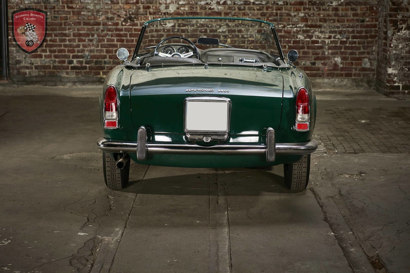 1965 Alfa Romeo 2600 spider Touring For Sale (picture 8 of 12)