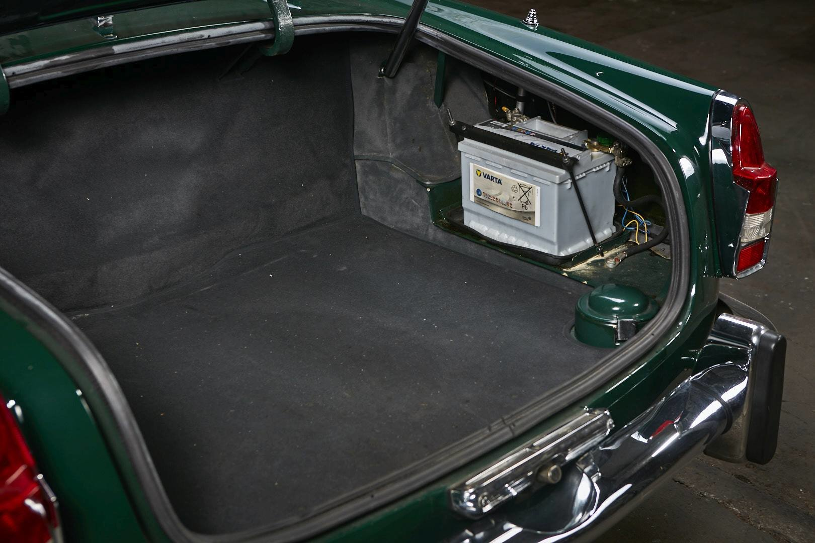 1965 Alfa Romeo 2600 spider Touring For Sale (picture 9 of 12)