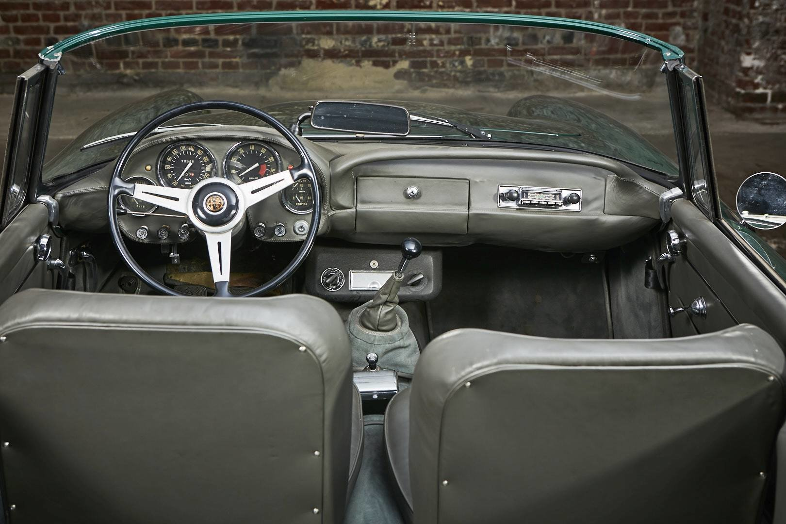 1965 Alfa Romeo 2600 spider Touring For Sale (picture 10 of 12)