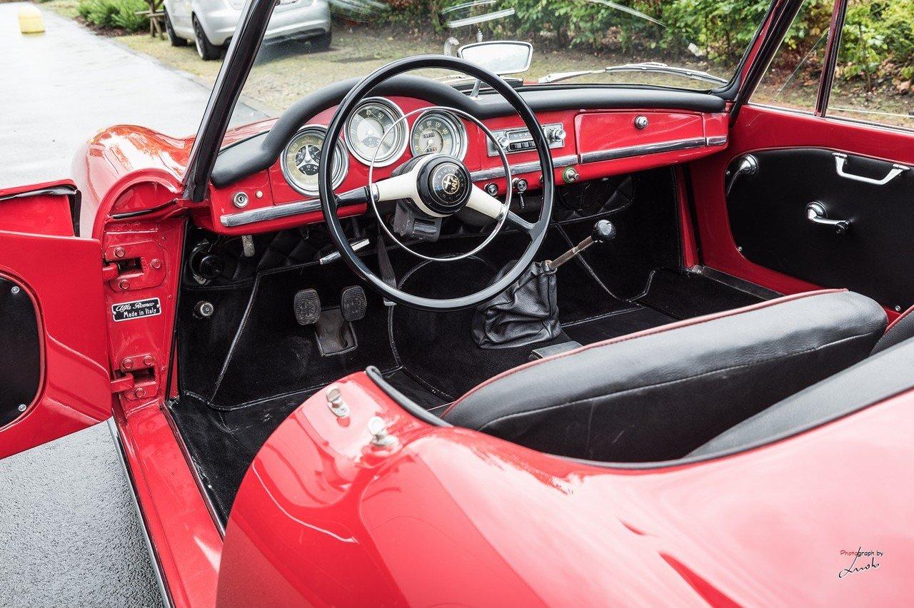 1961 Alfa Romeo Giulietta Spider For Sale (picture 18 of 27)